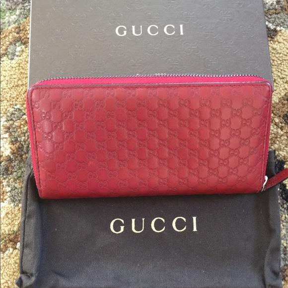 Gucci Handbags - Gucci zip around wallet